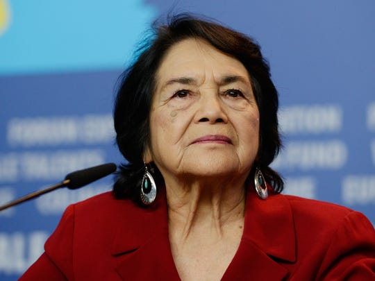 Dolores Huerta calificó de payaso a Donald Trump, por