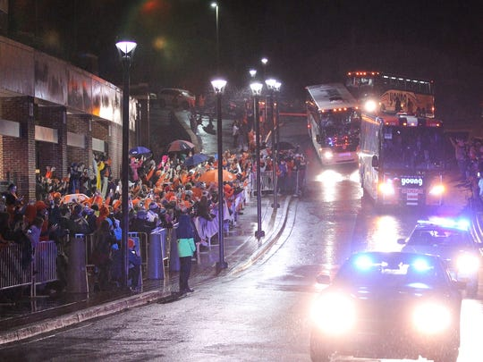 The Clemson football team returns to campus Sunday to see a crowd of 1,500 cheering fans.