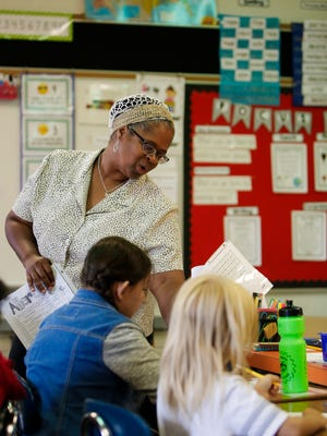 Substitute teacher Ronda Levra works with second-graders Thursday, Aug. 17, 2017, at Sycamore Elementary in Holt.  Levra substitute teaches at several Lansing-area schools. [MATTHEW DAE SMITH/Lansing State Journal]