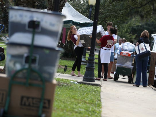 Incoming students move in to the FSU residence halls