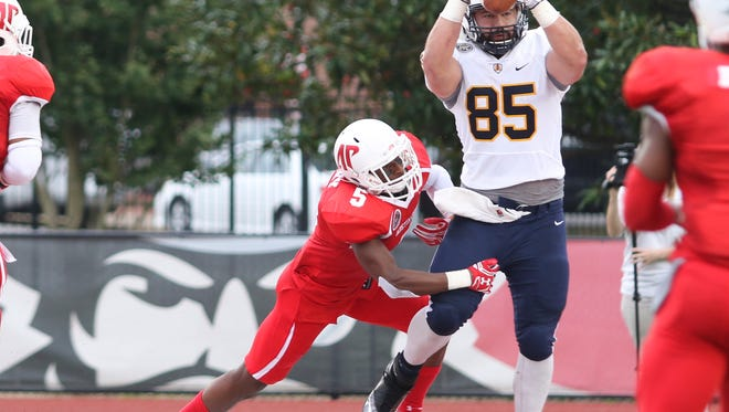 Austin Peay played OVC rival Murray State in the Battle of the Border at Fortera Stadium on Saturday. Austin Peay lost the game 17-45.