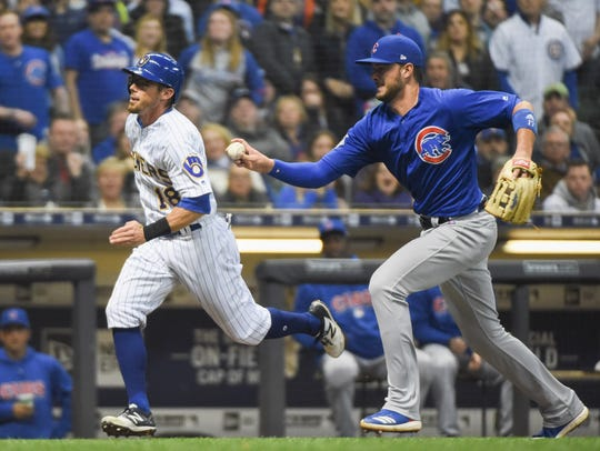 Cubs third baseman Kris Bryant tags out Brewers second