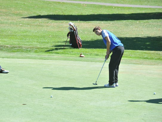 Josh Crall putts towards the cup on the 8th hole at