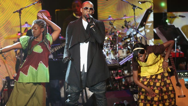 R Kelly performs at the 56th annual GRAMMY Awards Pre-GRAMMY Gala and Salute to Industry Icons honoring Lucian Grainge at The Beverly Hilton on January 25, 2014 in Beverly Hills, California.