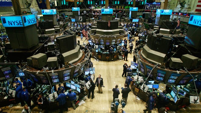 NEW YORK - FEBRUARY 20:  Traders work on the floor of the New York Stock Exchange during afternoon trading February 20, 2009 in New York City. (Photo by Mario Tama/Getty Images)