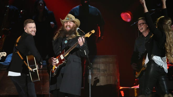 NASHVILLE, TN - NOVEMBER 04:  Musician Justin Timberlake (L) performs onstage with Singer-songwriter Chris Stapleton (R) at the 49th annual CMA Awards at the Bridgestone Arena on November 4, 2015 in Nashville, Tennessee.  (Photo by Terry Wyatt/WireImage) ORG XMIT: 584469371 ORIG FILE ID: 495712668