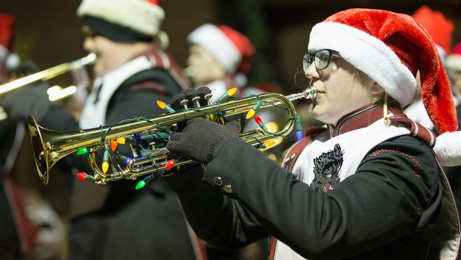 The 2015 Oshkosh Chamber Holiday Parade was held Thursday evening, November 12, 2015. The theme this year was Surf, Sand and Santa.