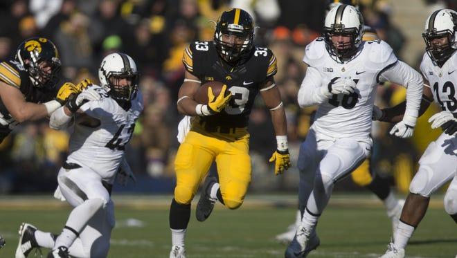 Iowa's Jordan Canzeri runs ahead for a 42-yard touchdown on his final Kinnick Stadium carry.