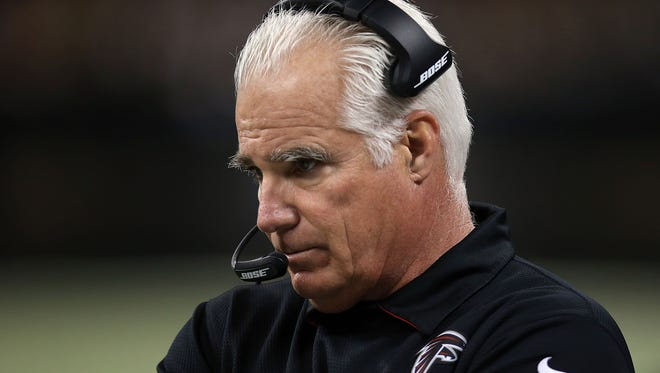 Former Falcons head coach Mike Smith interviewed for the Giants head coaching job on Monday.
