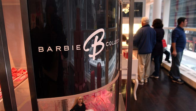 People shop for Barbie products at F.A.O. Schwarz on November 7, 2008 in New York City. Mattel Inc, the maker of Barbie and the nations' largest toy maker, said it would eliminate about 1,000 jobs, around 3% of its world-wide employment.  (Photo by Spencer Platt/Getty Images)