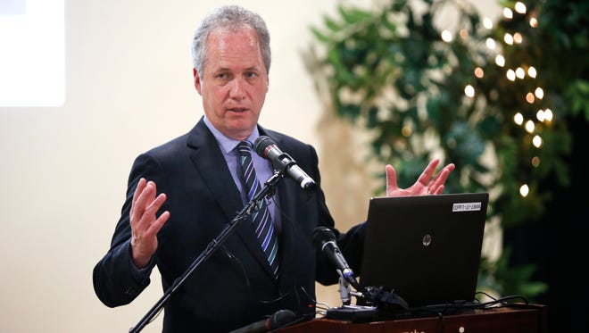 Mayor Greg Fischer unveiled a 20-year transportation plan for the city today.  The top priorities in the plan are fixing and maintaining existing infrastructure and reducing the number of miles that Louisville residents drive.