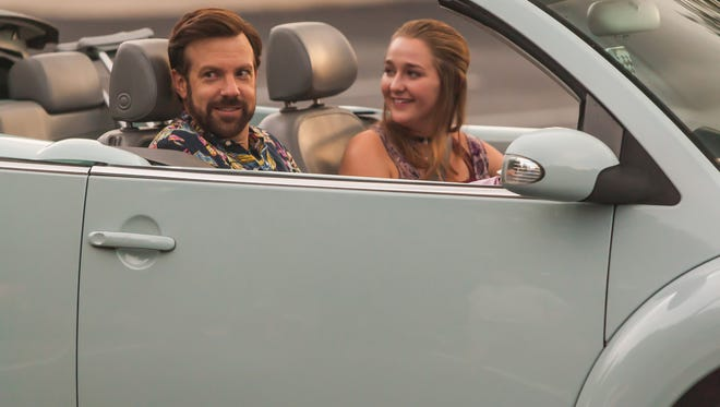 """Widower Bradley (Jason Sudeikis) and daughter Rachel (Jessi Case) prepare for """"Mother's Day."""""""