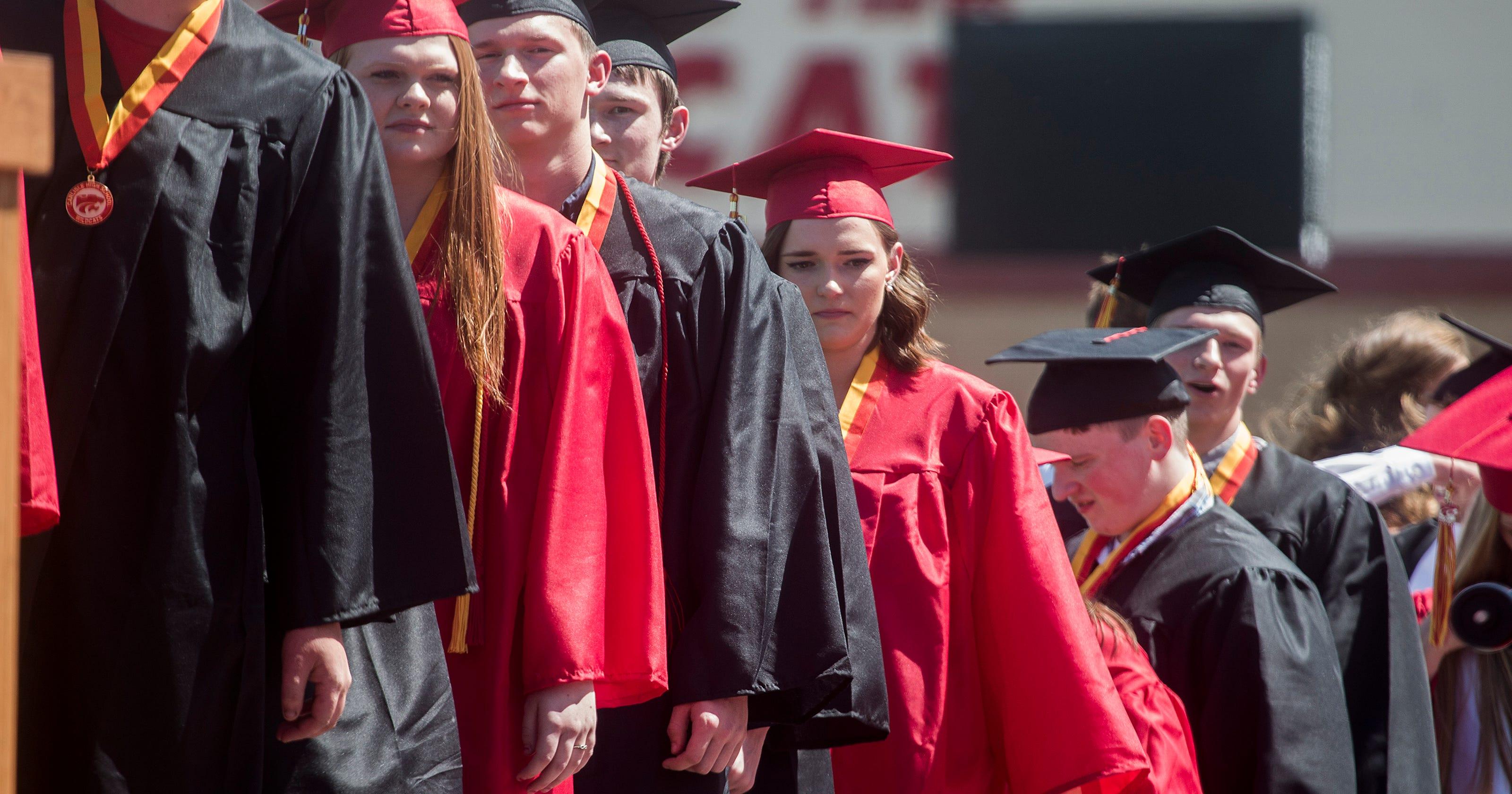 Congrats x 7: McCaughey septuplets graduate high school