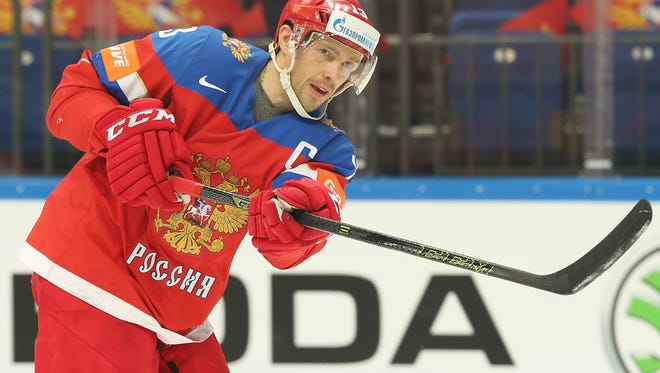 Former Red Wings center Pavel Datsyuk signed a one-year deal with the Avtomobilist Yekaterinburg of the Kontinental Hockey League, according to agent Dan Milstein.