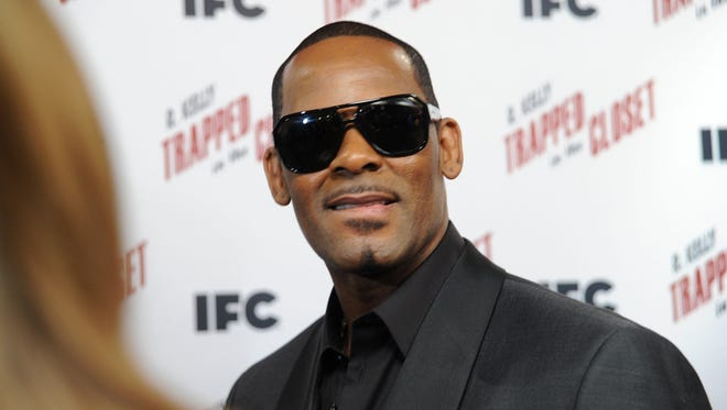 "R. Kelly attends a ""Trapped In The Closet"" screening at Sunshine Cinema on November 19, 2012 in New York City."