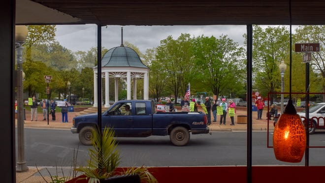 """Picketers hold a """"Vigil for Democracy"""" on Main Street in Port Royal, Va., to show their displeasure with the Republican administration. MUST CREDIT: Washington Post photo by Jahi Chikwendiu"""