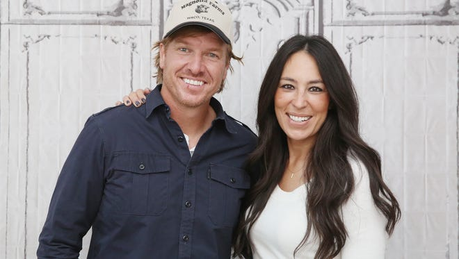 Chip Gaines, here with wife and co-host Joanna, is firing back on Twitter about a lawsuit.