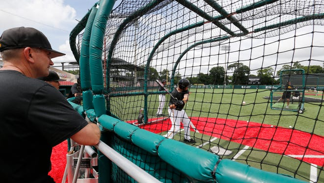 Iowa Hawkeyes head coach Rick Heller watches batting practice for their game against Houston in the 2017 NCAA Regional Thursday, June 1, 2017 at Schroeder Park in Houston. (Brian Ray/hawkeyesports.com)