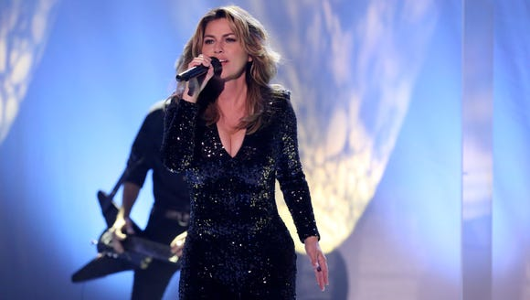 Shania Twain looked stunning performing 'Swinging'