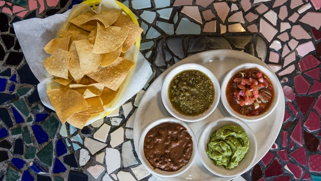 The Dippity Do, a bowl of chips and a variety of salsa, at El Mundo. Aug. 22, 2017.