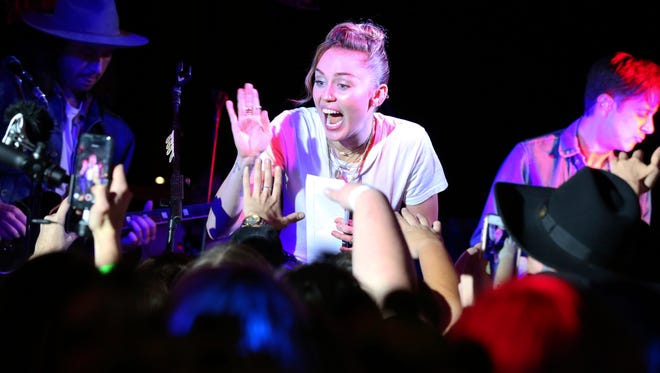 """Miley Cyrus performs at a private concert at Tootsie's to celebrate the release of her album """"Younger Now"""" on Friday, Sept. 29, 2017, in Nashville, Tenn. (Photo by Laura Roberts/Invision/AP)"""