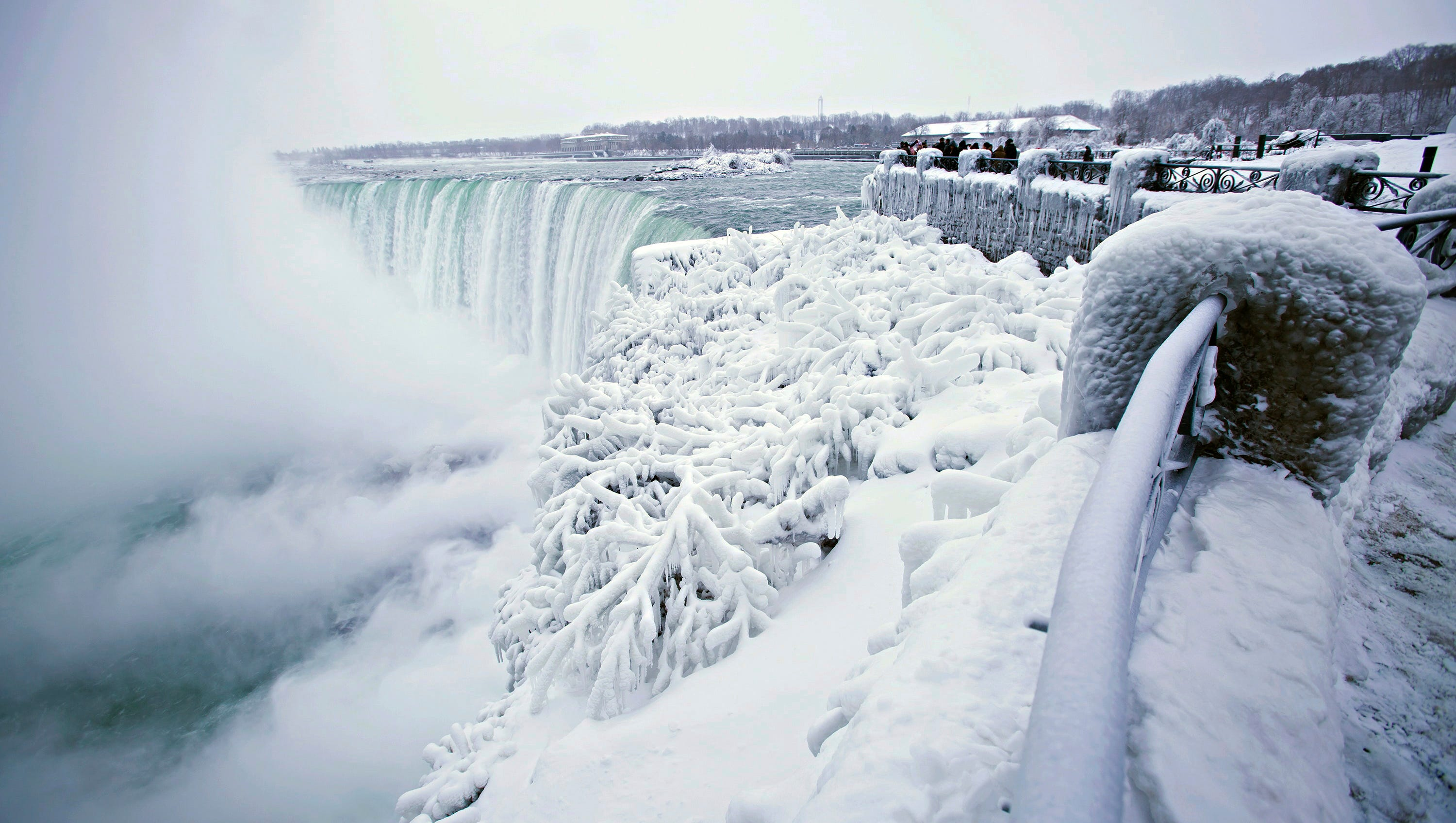 five amazing photos of iced niagara falls