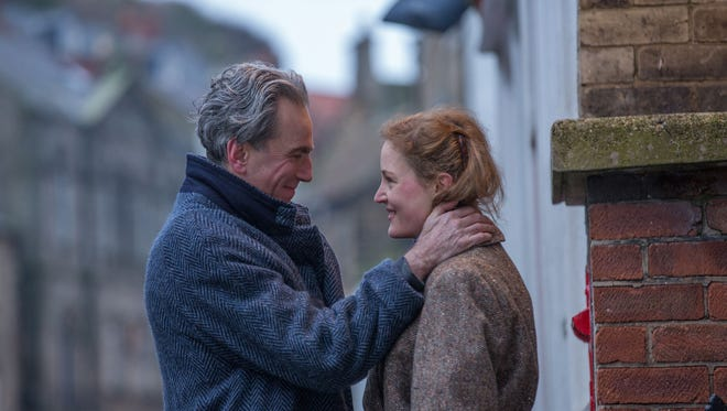 """Daniel Day-Lewis and Vicky Krieps play a fashion designer and a waitress who start a love affair in """"Phantom Thread."""""""