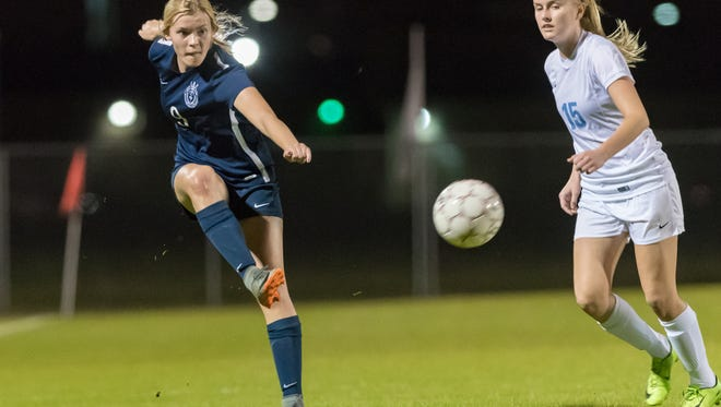 Anna LeGoullon drives the ball down field as ESA advances in the playoffs after defeating Ascension Episcopal 1-0. Friday, Feb. 16, 2018.