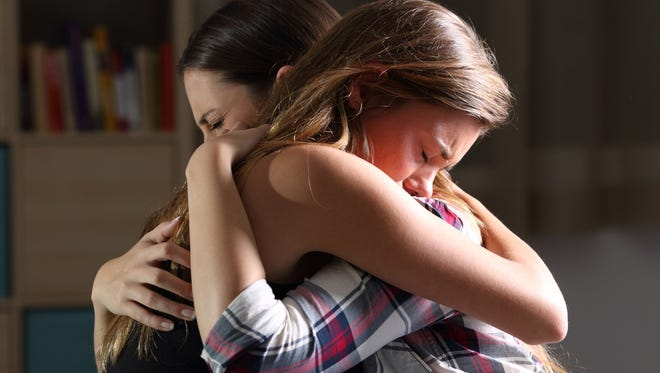 It's OK not to know what to say to a grieving friend. (Dreamstime)
