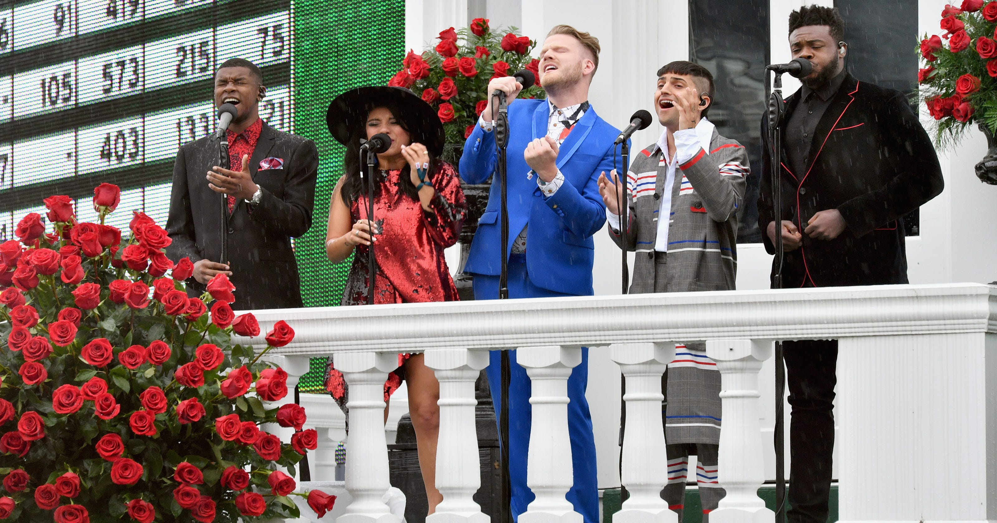 Pentatonix Making Christmas.Pentatonix A Not So Silent Night Holiday Special What To