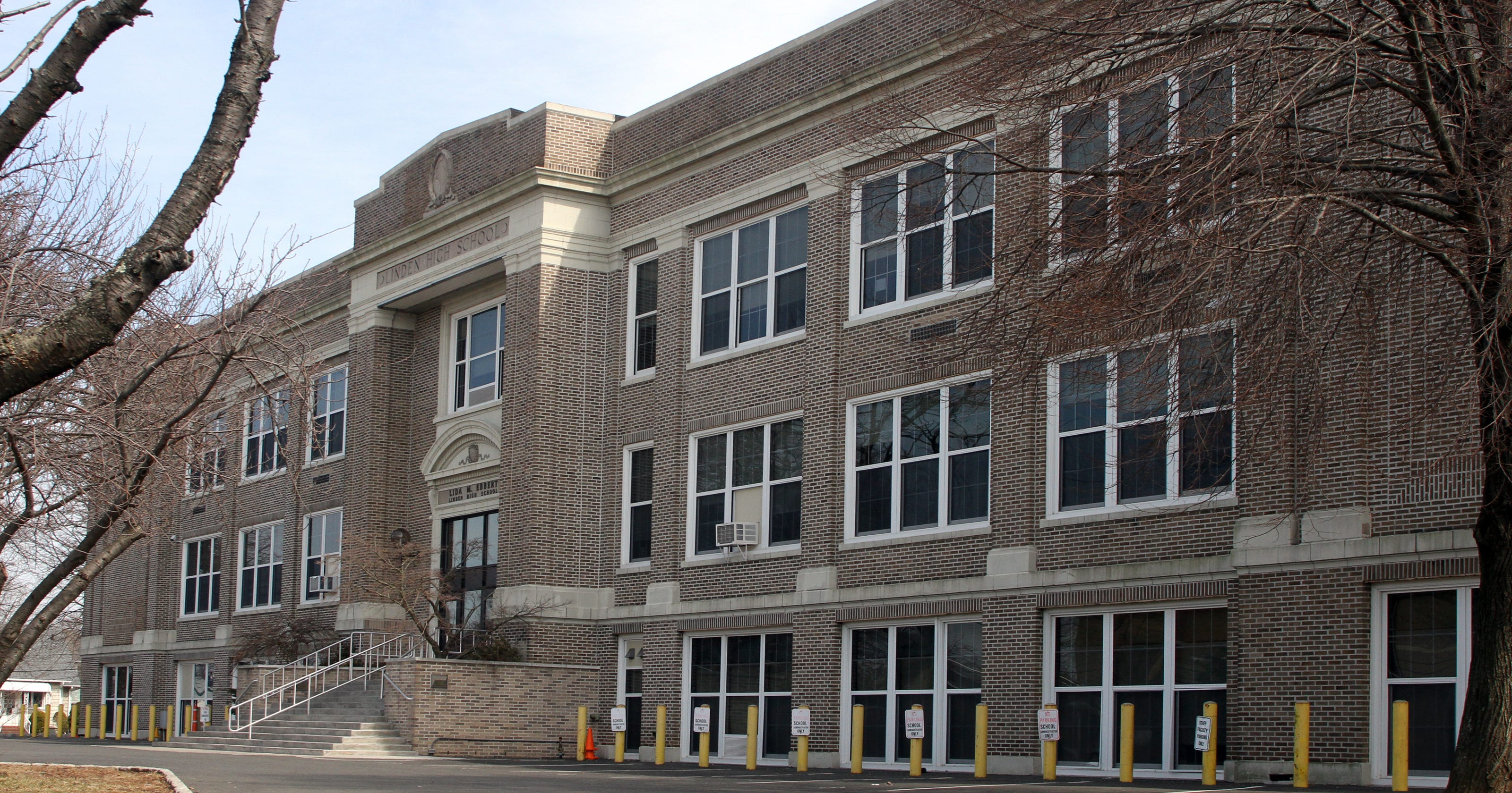 Ex-Linden High School teacher loses license for helping