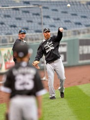 Chicago White Sox first baseman Adam LaRoche (25) and