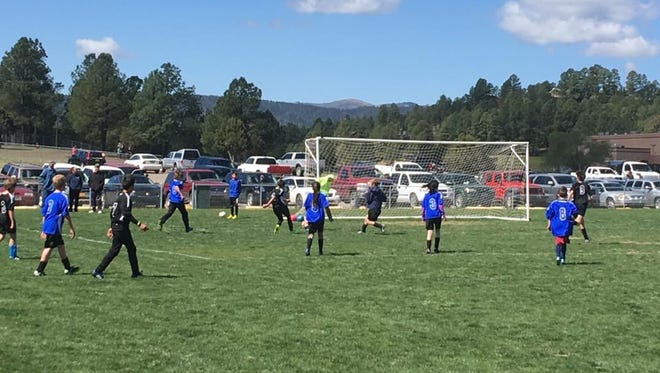 Parents of players in the Ruidoso Youth Soccer League are meeting with state association officials Monday to discuss concerns over how the league is run.