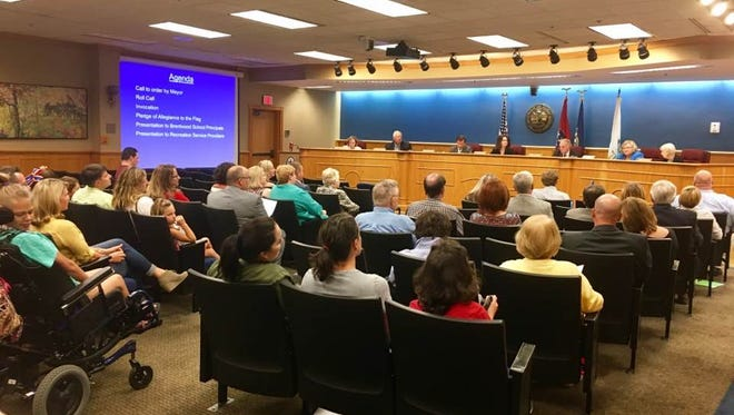 Residents attend Brentwood City Commission's meeting on Aug. 28.