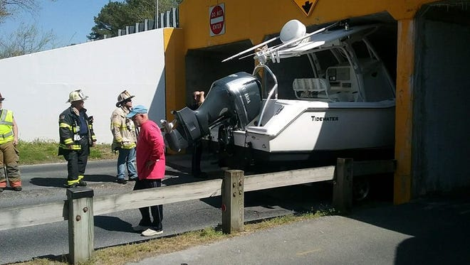 This driver failed to heed signs warning the driver that the boat being pulled might be too big.