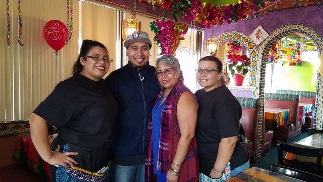The Muñoz Family, owners of Los Dos Hermanos restaurant in Keizer.