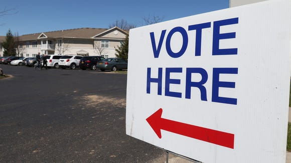 Voter here sign.