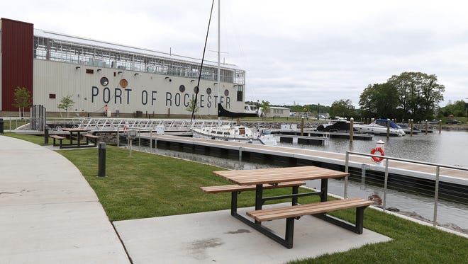 The Port of Rochester Marina has season and short term boat slips to rent.  In addition their are picnic benches and a few grills along a walkway at the marina.
