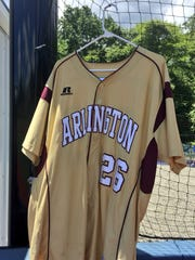 Throughout its playoff run, the Arlington baseball team hung in its dugout the old jersey of former teammate Evin Kleinganz, who died in May.