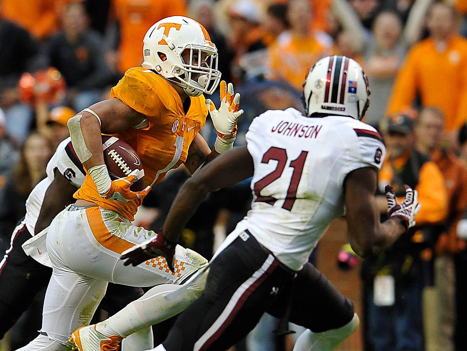 Tennessee running back Jalen Hurd (1) picks up yardage against South Carolina on Nov. 7, 2015.