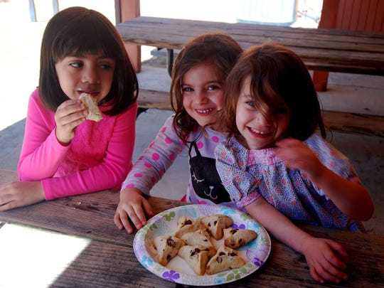 Kids with treats are, from left, Isabella Laughlin-Manzanares, Eliana Kupfer and Elise Kupfer at Congregation Shomrei Torah.