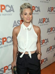 Kaley Cuoco-Sweeting shows off her short hair.