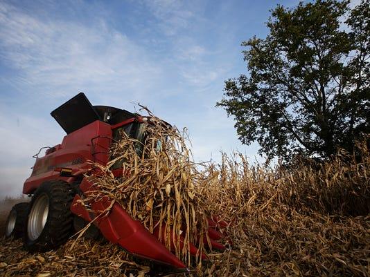 635792279013100571-20151004-bp-harvest-23