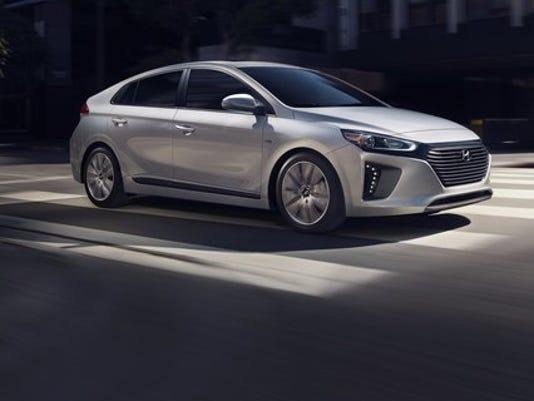 636233696108280655-2017-Hyundai-Ioniq-Hybrid-71-.jpg