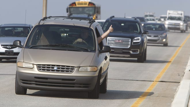 The first cars have crossed the SB lanes of I-495 bridge as drivers honk horns, give thumbs-up.