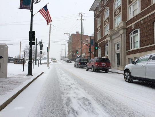 Snow starts to cover the roads in downtown Staunton
