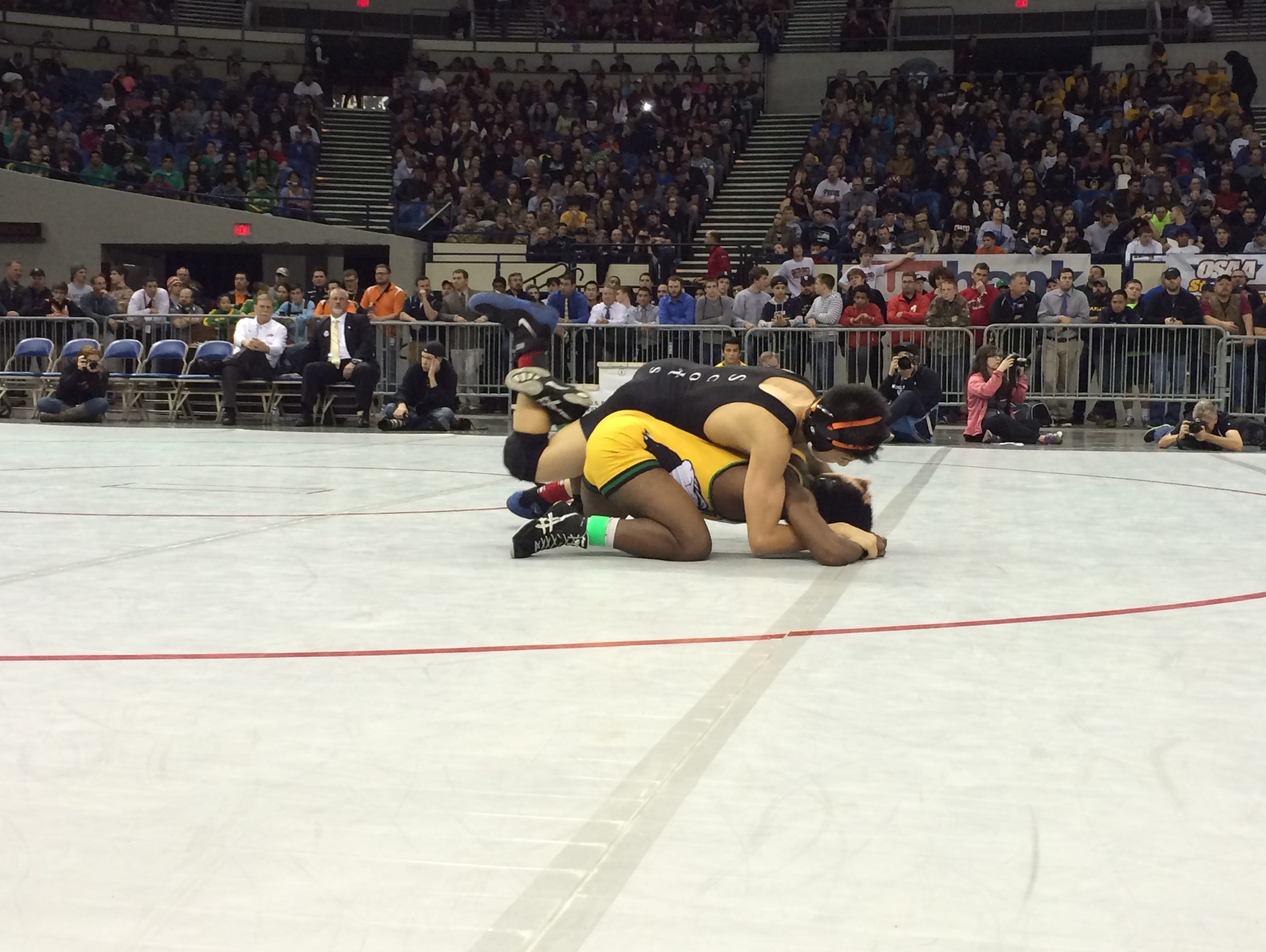 David Douglas' Andrew Cha (black) defeated Cleveland's Anteneh Demissie for the 106 pound title.