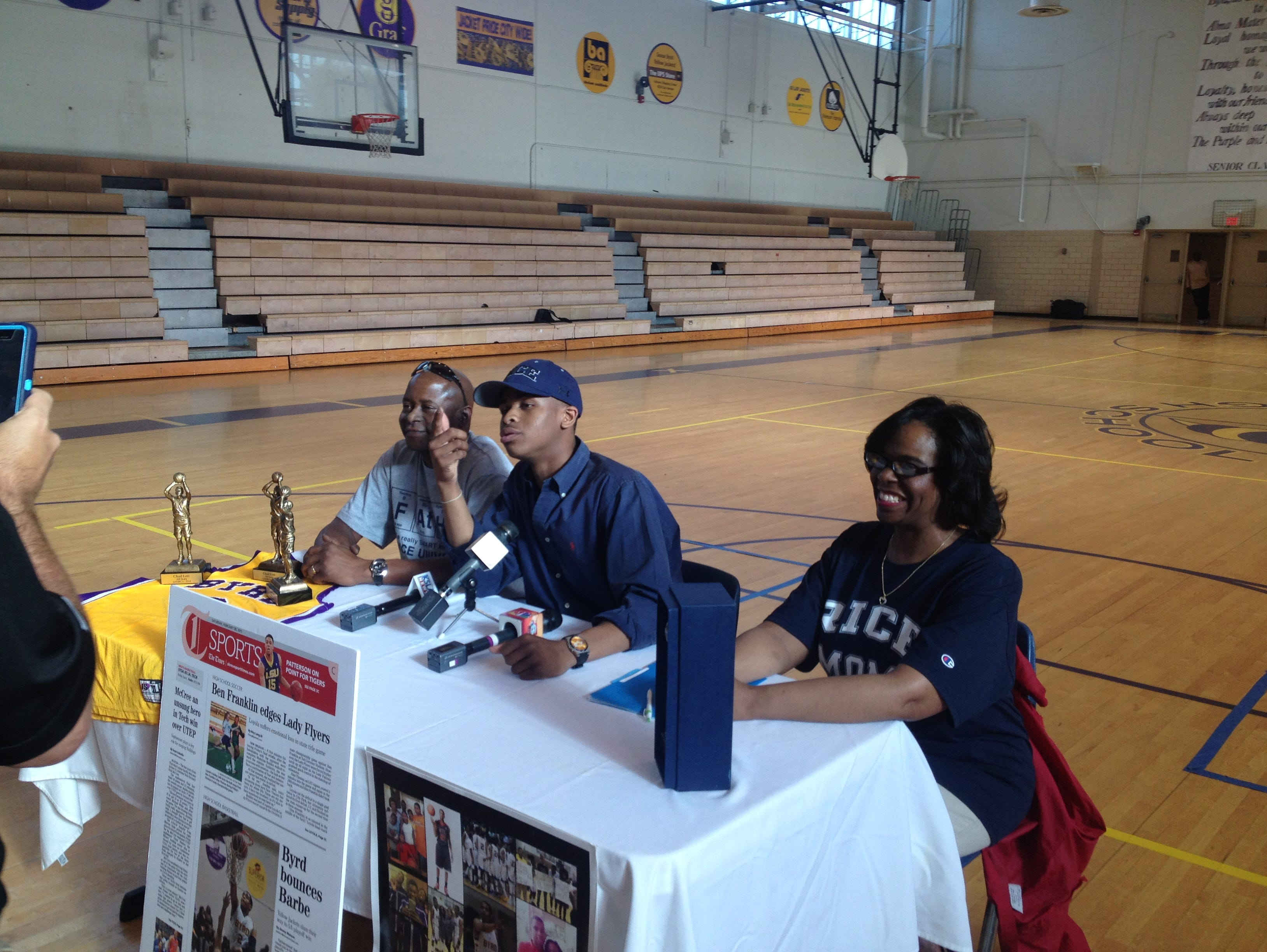 Byrd guard Chad Lott is flanked by his parents Monday as he announces Rice as his college choice.