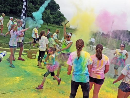 635713507986569739-subietowncolor5k-runners-00000002-