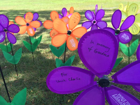 635783643807674578-Alzheimer-s-walk-flowers